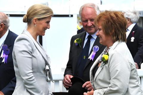The Countess of Wessex meets Allostock farmer Tony Garnett and his wife Pam n122732
