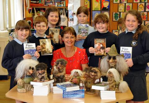 Author Rachael Lindsay with pupils from Mobberley Primary School                                               n122732