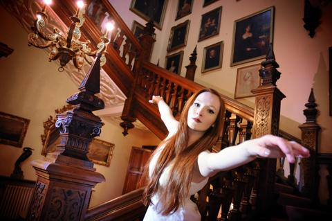 Jess Collins rehearses in Arley Hall n130437