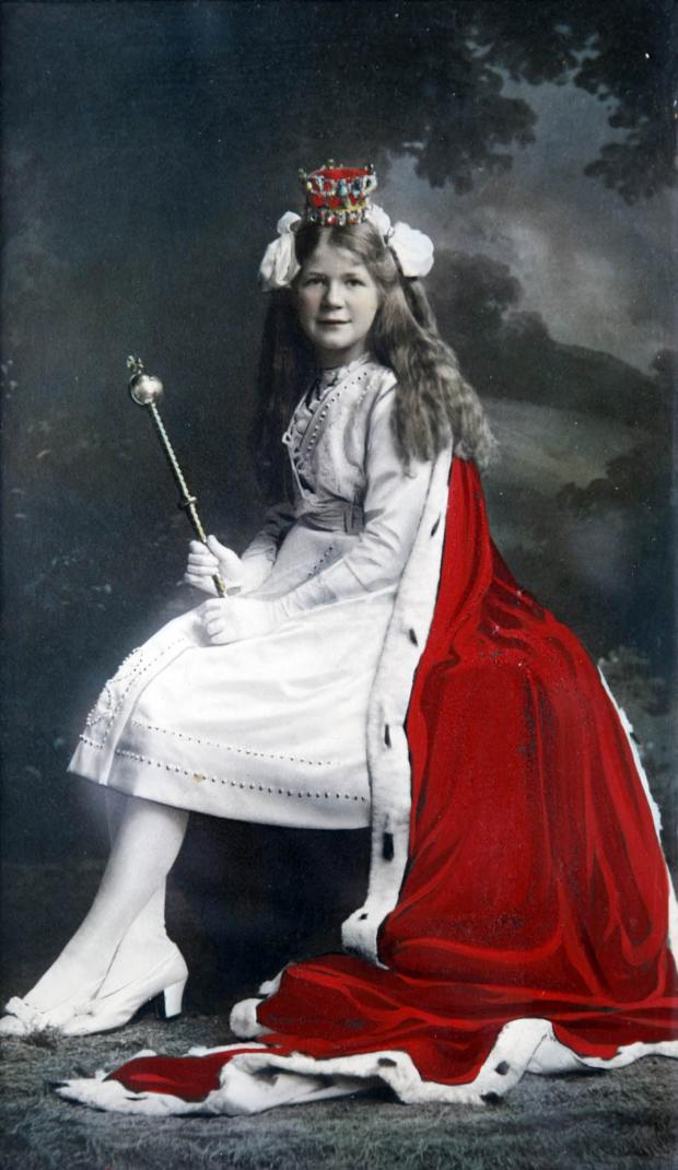 Knutsford Guardian: Doris Pemberton was crowned May Queen in 1914