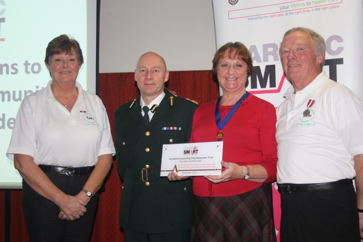 Councillor Vivien Davies, Sylvia Thomas (KCFRT HeartStart Trainer) and Alan Parker (KCFRT Treasurer) accept a Gold Cardiac Smart Award on behalf of the town