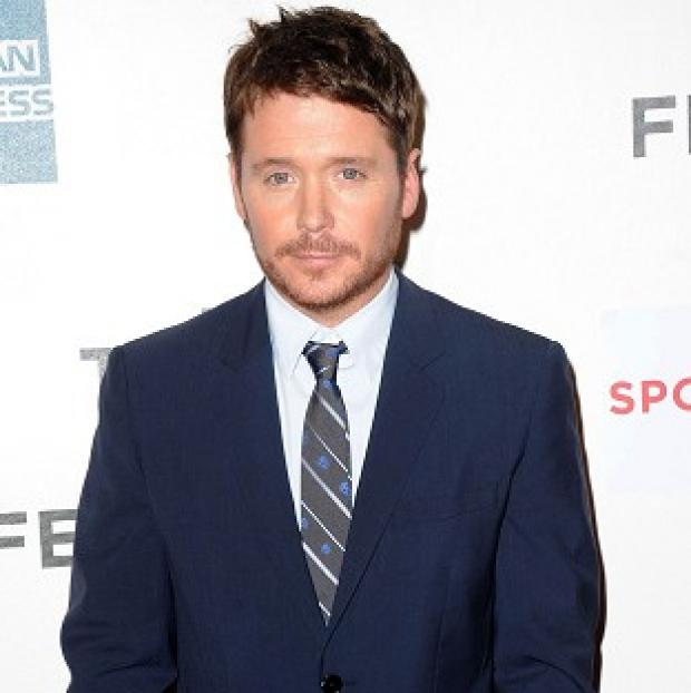 Knutsford Guardian: Kevin Connolly has broken his leg while filming the Entourage movie