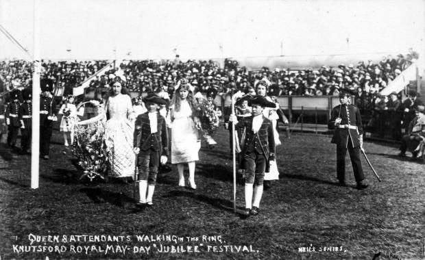 'Queen and attendants walking in the ring'. Photo supplied by Val and David Bryant.