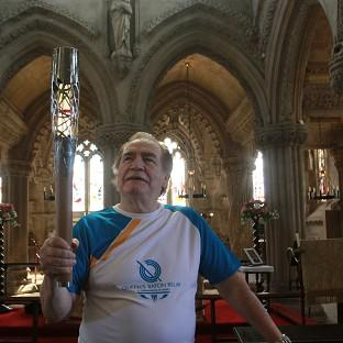 Actor Brian Cox carries the Queen's Baton (David Cheskin for Glasgow 2014)