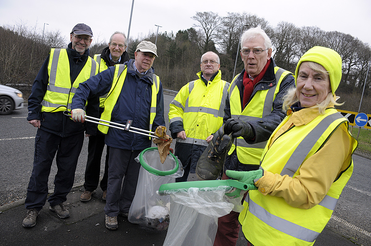 Wilmslow Clean Team wants the A34 to be tidied up as soon as possible