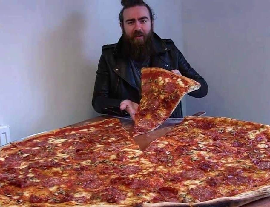 Could You Take On The 40 Inch Mwah Pizza At The Carters Arms
