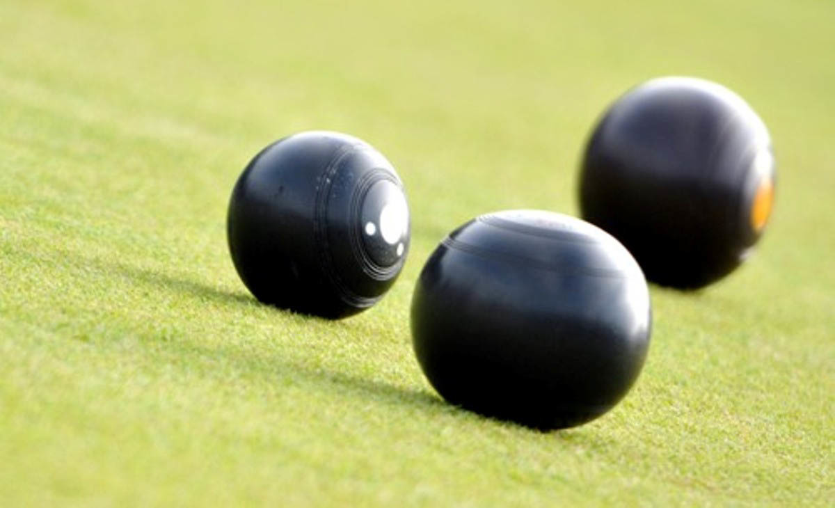 Victory Hall A, the defending champions, sent a message to pretenders to their Knutsford Friday Bowling League crown when they thrashed Cranford A in their opening top-flight match last week